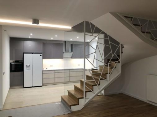 1. parter kuchnia schody